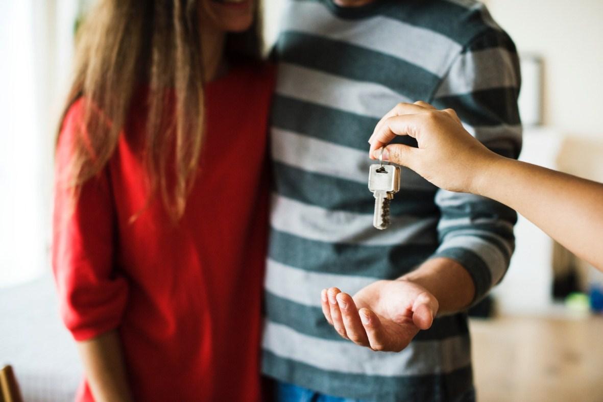 Cómo funciona la donación de padres a hijos para adquirir la primera vivienda habitual en Andalucía